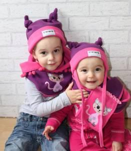 Für Tamira und Tijara kann der Winter kommen! Die Mützen und Schals halten mollig warm!