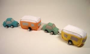 gehäkeltes Auto mit Caravan