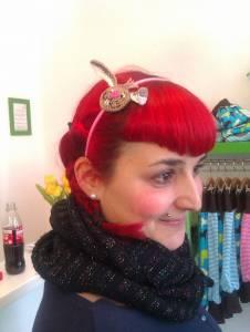 Forever young! Dani kann einfach alles tragen, auch unseren Haarreifen mit gehäkeltem Bunny.