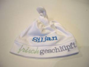 """frisch geschlüpft""-Mütze mit Namen"
