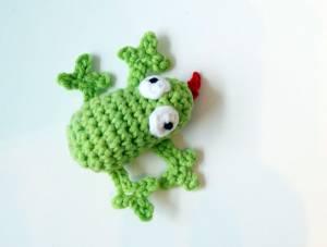 kleiner gehäkelter Frosch