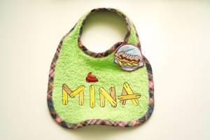 """Lätzchen """"Mina"""" mit Currywurst-Verschluss"""
