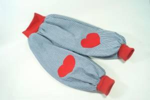 Jeanspumphose mit Herz-Knieflicken